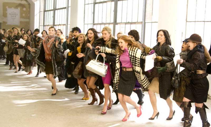 ladies-rushing-shopping