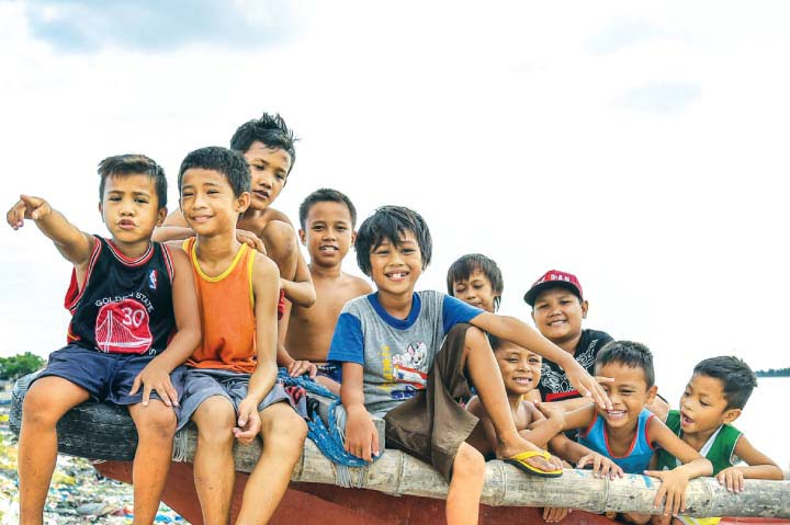 "Filipinos Are ""Happier"" In 2019 Based On UN Survey"