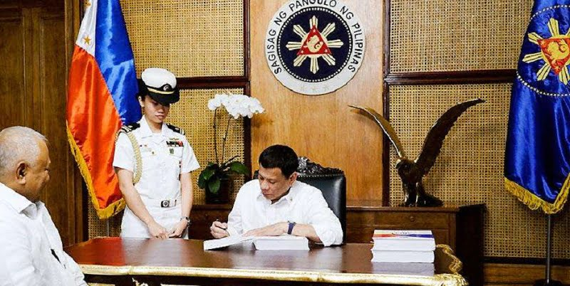 Duterte Enacts ₱3.662-Trillion National Budget, Extends Implementation Until 2020
