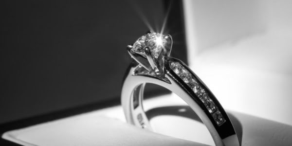 5 Tricks That Will Save You Money On Your Engagement Ring